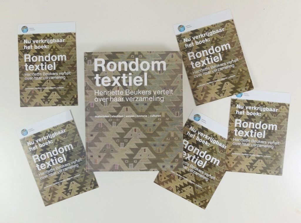 Boek en folders Rondom Textiel van Henriette Beukers