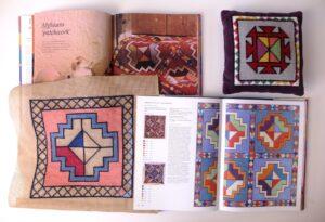 Borduurwerk op stramien met boek Afghaans patroon