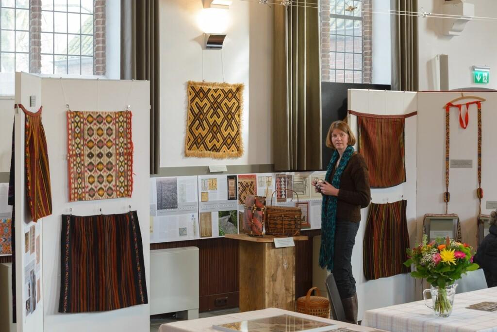 Margriet in tentoonstelling Rondom Textiel
