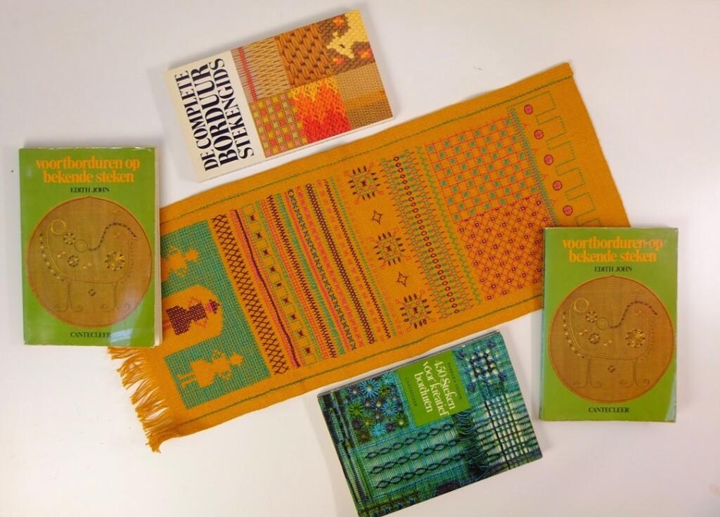 Stekenlap en vier boekjes over borduursteken