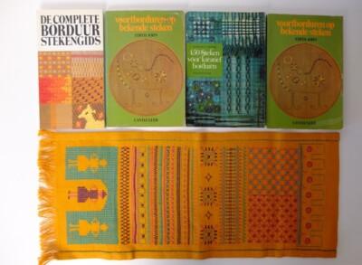 Vier boeken borduursteken