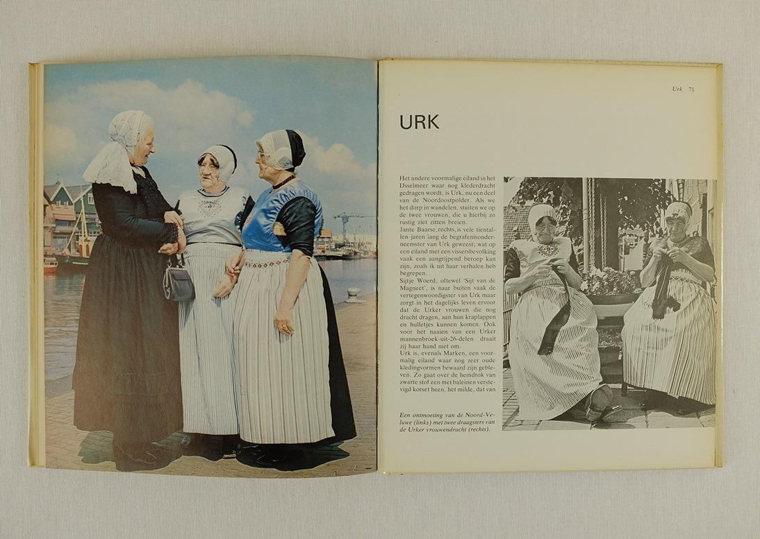 Pagina uit boek Onze Klederdrachten