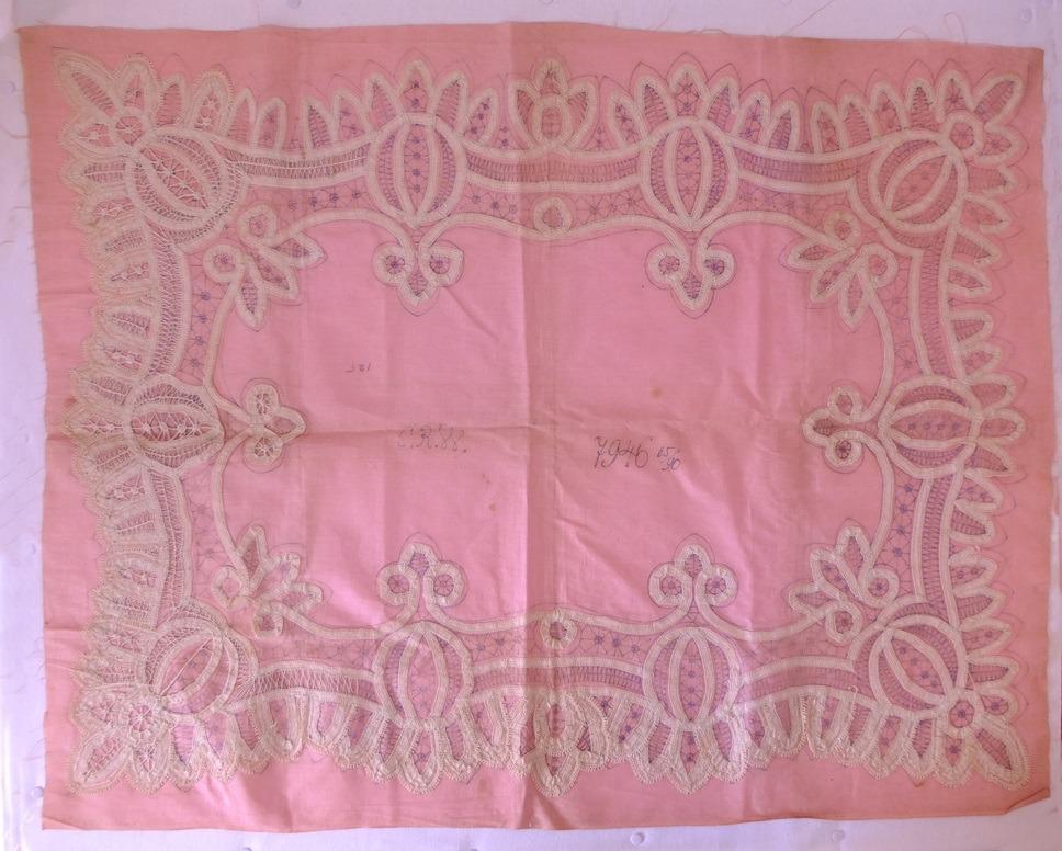 Roze bedrukte ondergrond voor lintkant