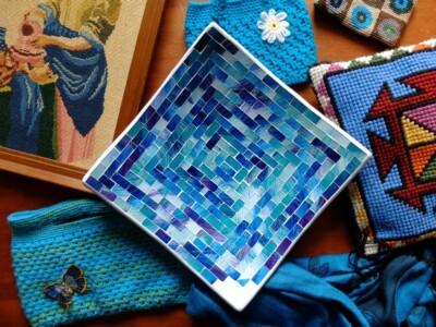Turqoise schaal uit wereldwinkel met handwerk