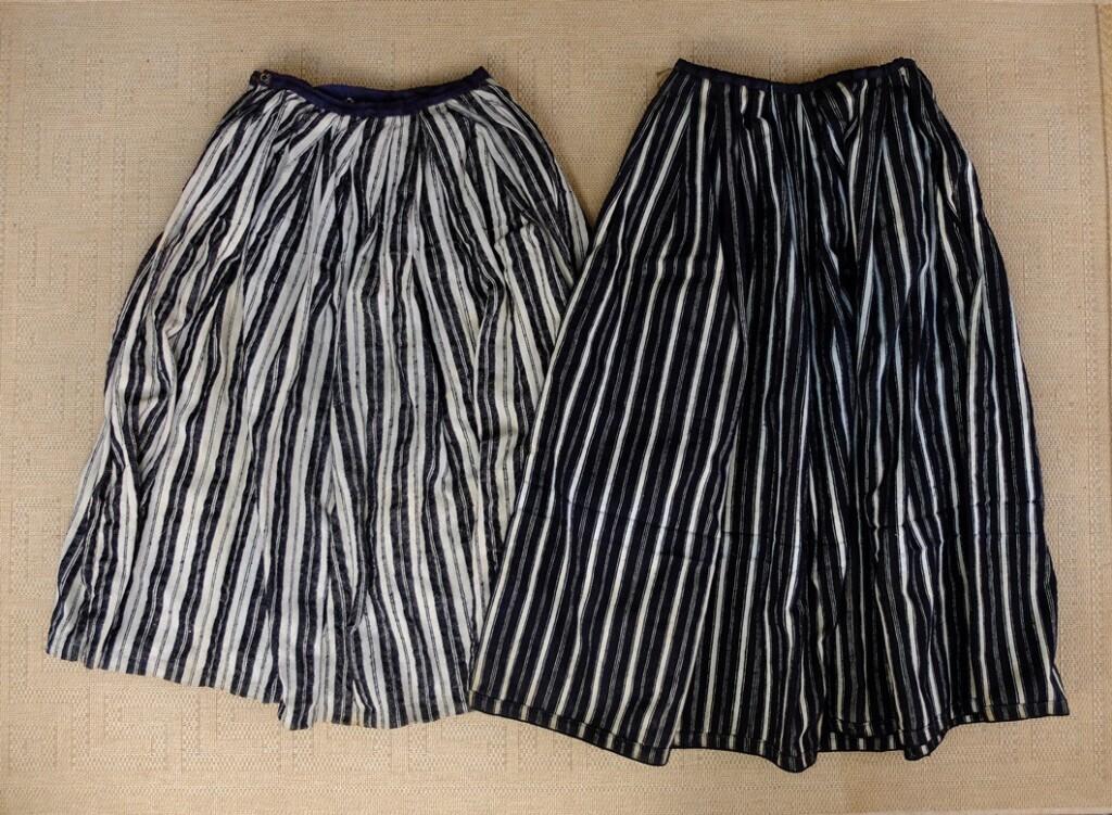 Twee klederdracht rokken uit Drente