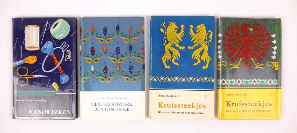 Vier handwerkboekjes uit zestiger jaren