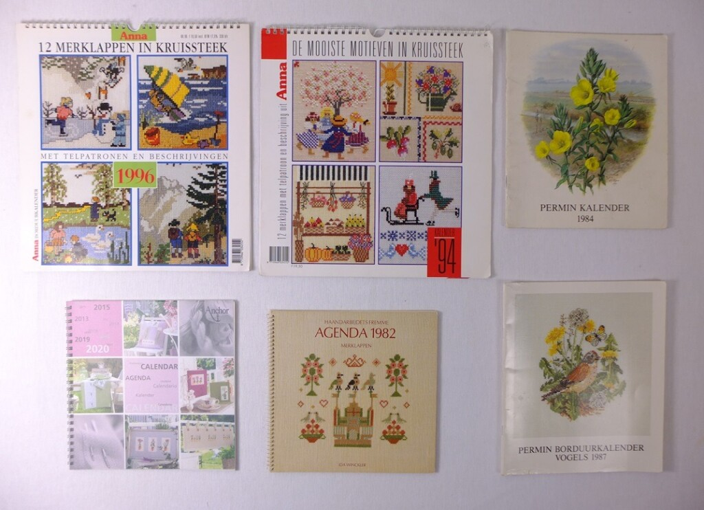 Zes oude borduurkalenders