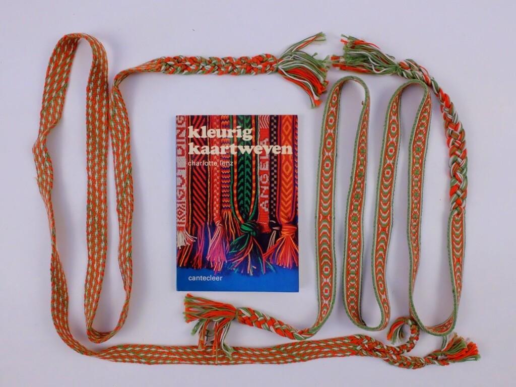 Boek Kleurig Kaartweven en band
