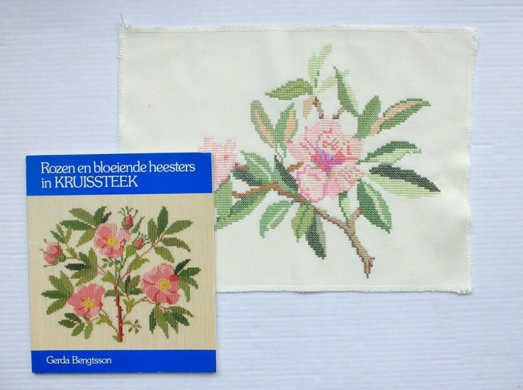 Boek Rozen en bloeiende heesters in kruissteek