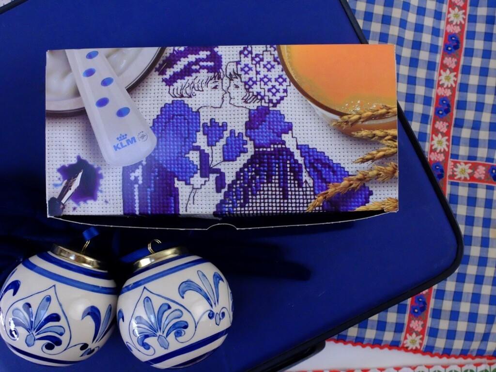 KLM Ontbijtdoosje met kussend boertje en boerinnetje