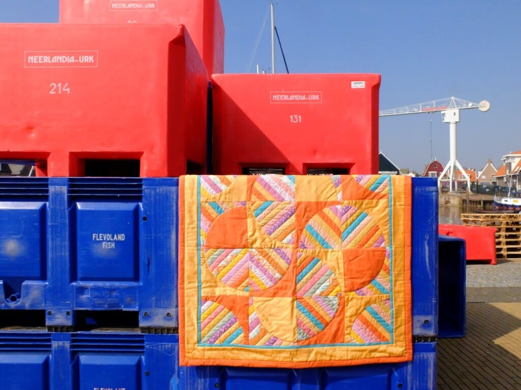 Oranje patchwork kleed in haven Urk