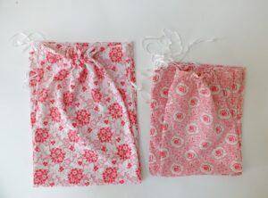 Zakjes gemaakt van oude gebloemde stof