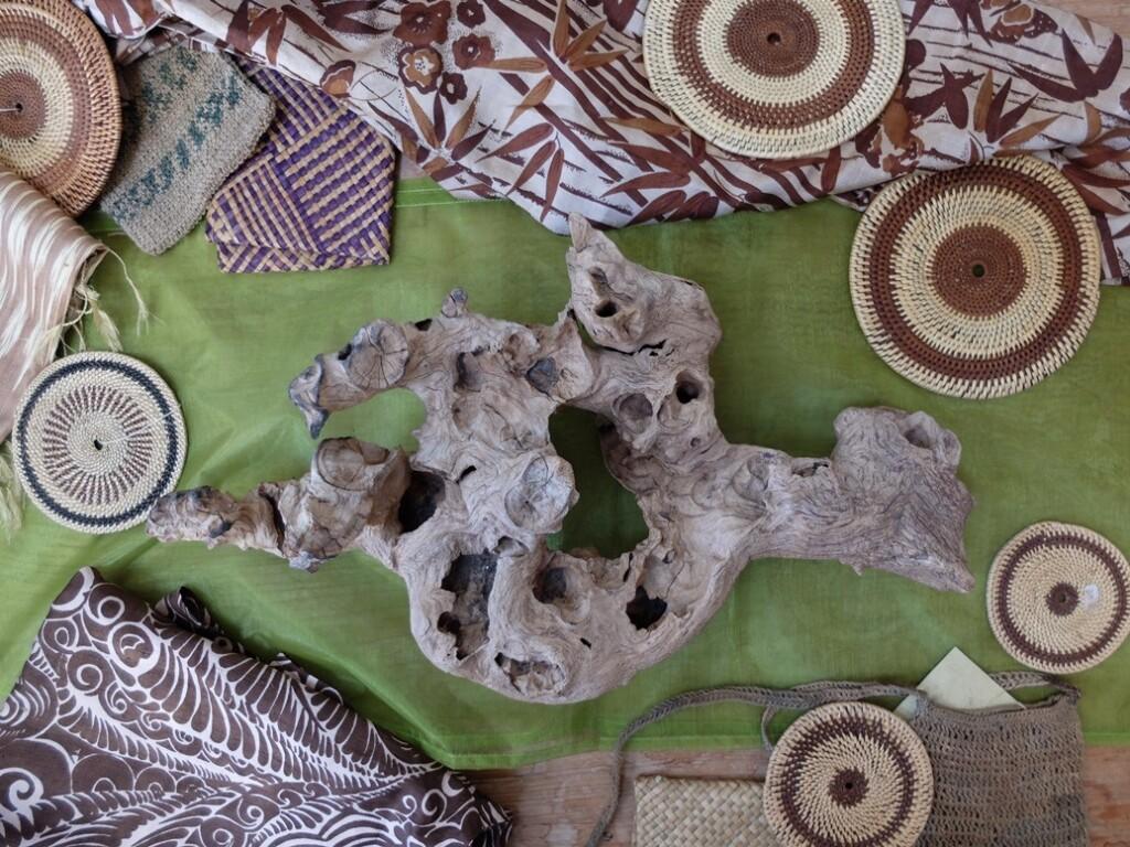 Etnisch handwerk en olijfhout