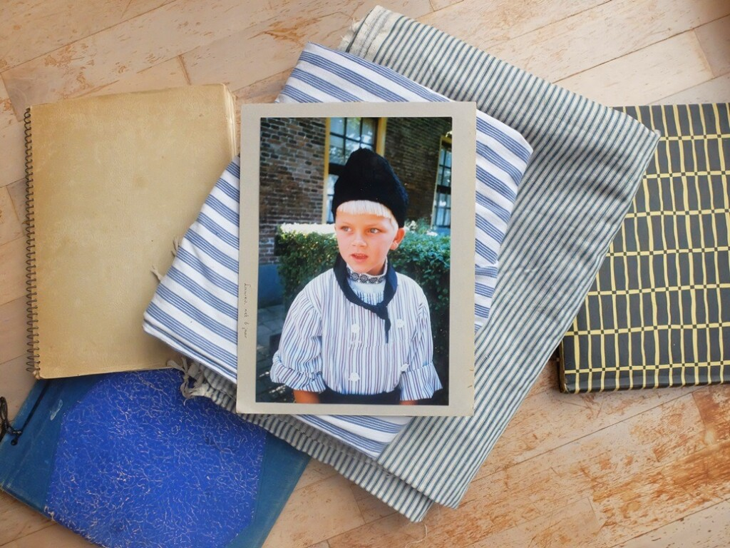Foto jongetje in klederdracht