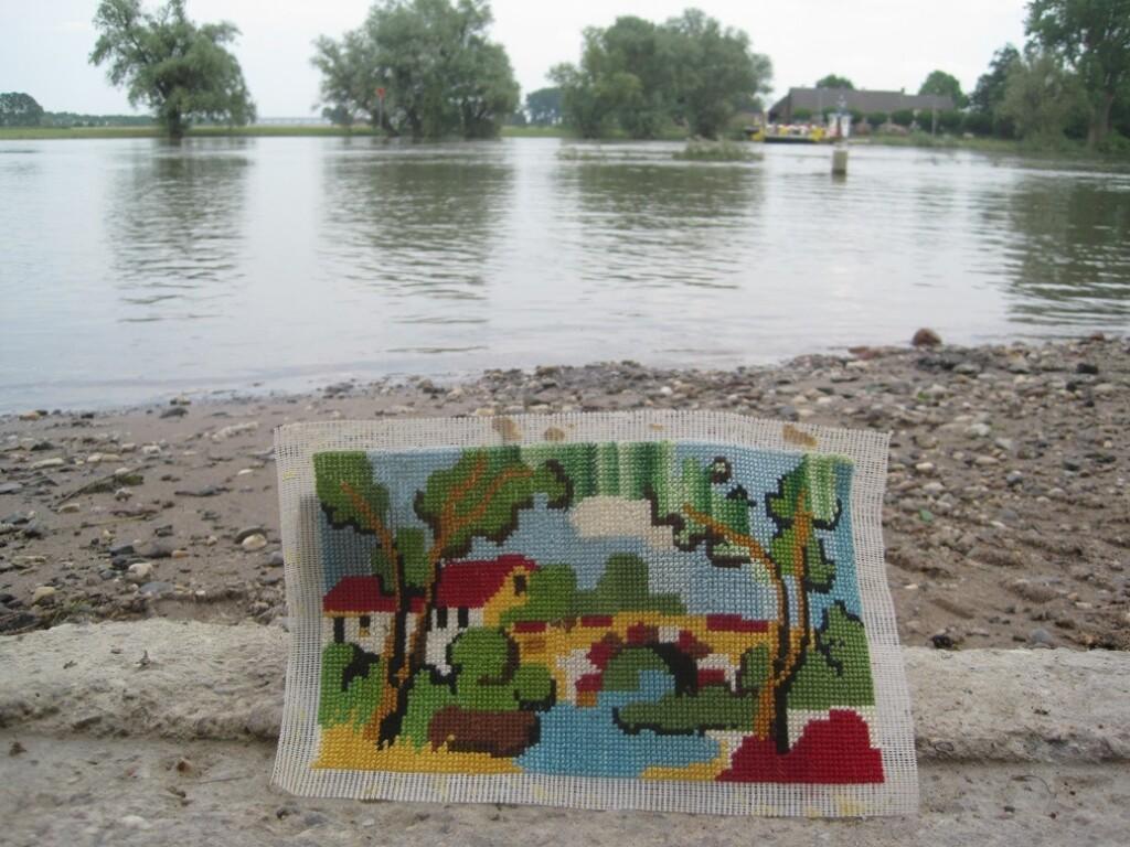 Handwerkje bij rivier