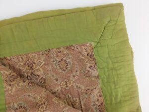 Detail oude gevoerde deken
