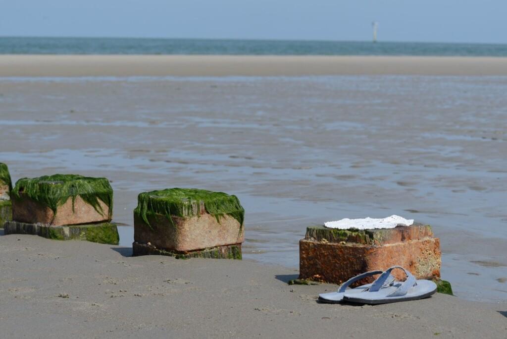 Gehaakt kleedje op strand