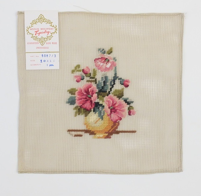 Oud borduurwerk bloemen tapisserie en petit point