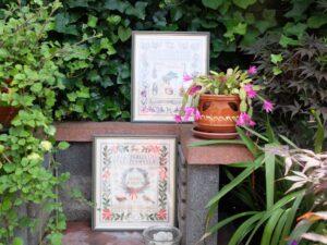 Twee borduurwerken in tuin Boerenwente