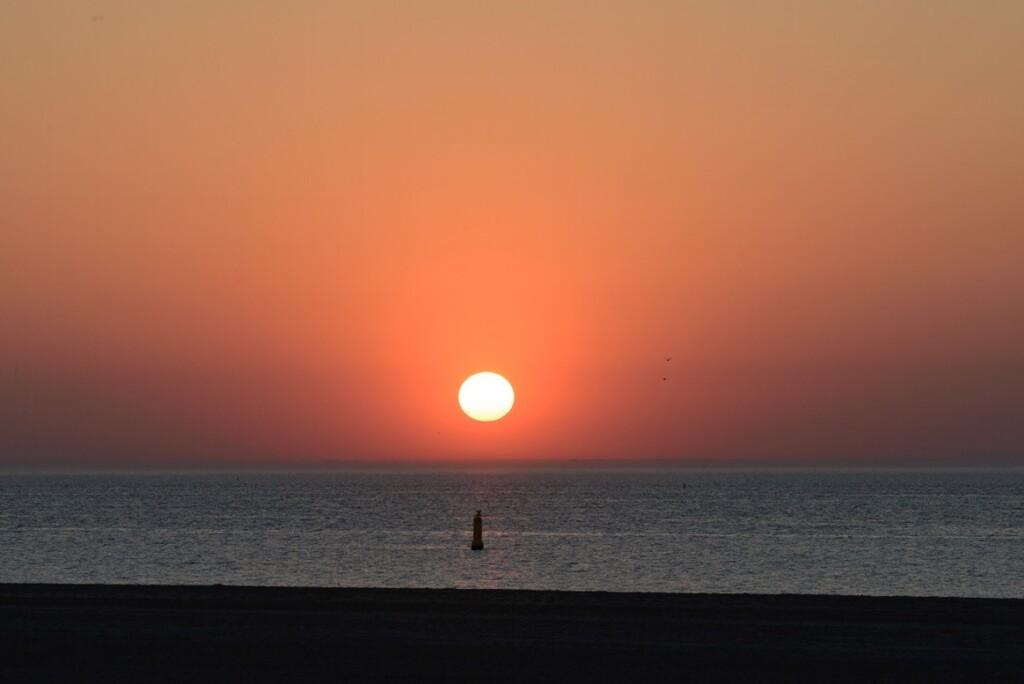 Zonsondergang in zee