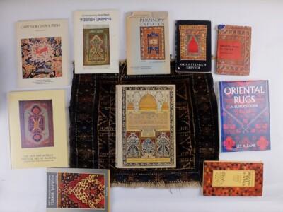 Boeken over oosterse tapijten rond de oude wereldzee