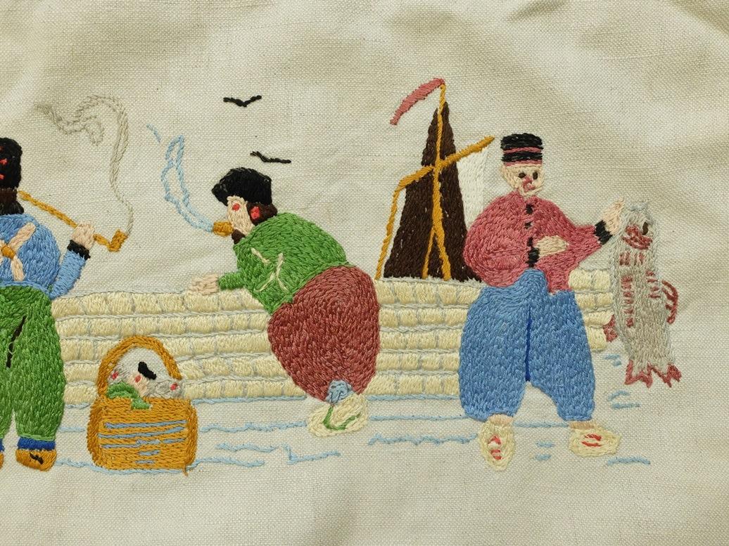 Detail borduurwerk vissers in platsteek