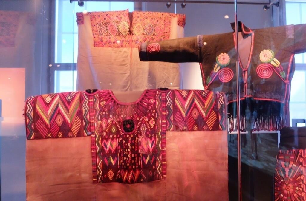 Kleding Maya's in museum Volkenkunde