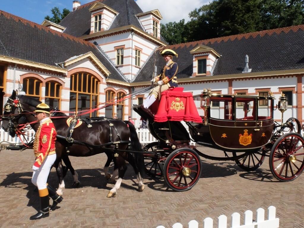 Koets tijdens defilé Paardenkracht en Autopracht