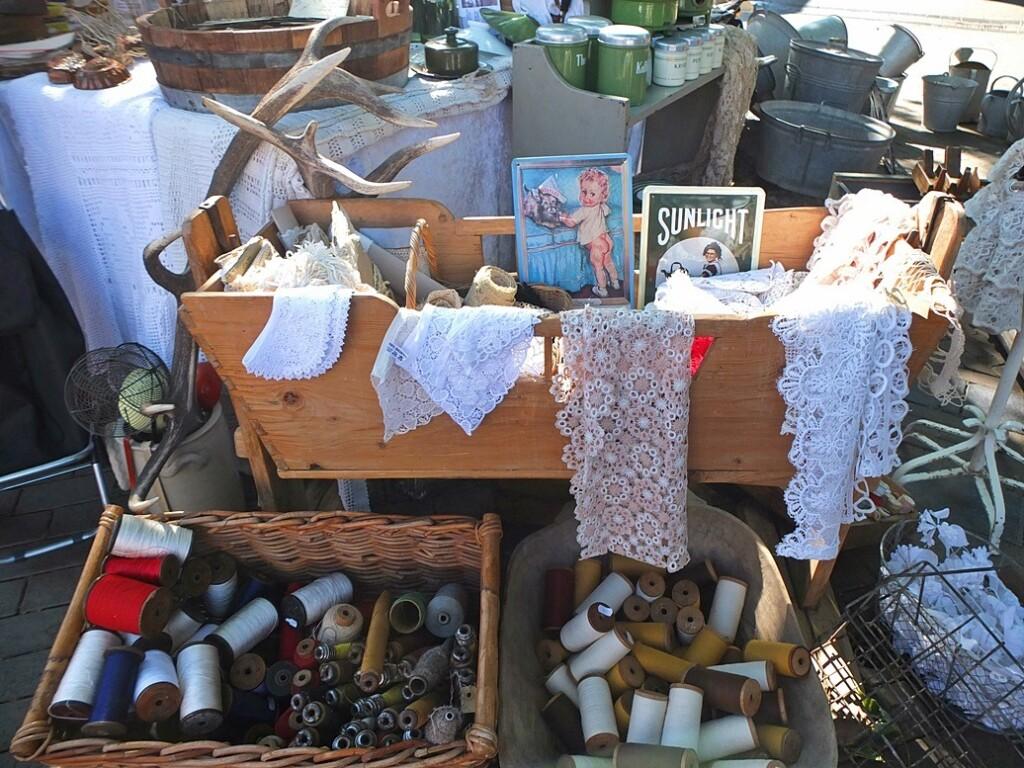 Oud handwerk op antiekmarkt Apeldoorn