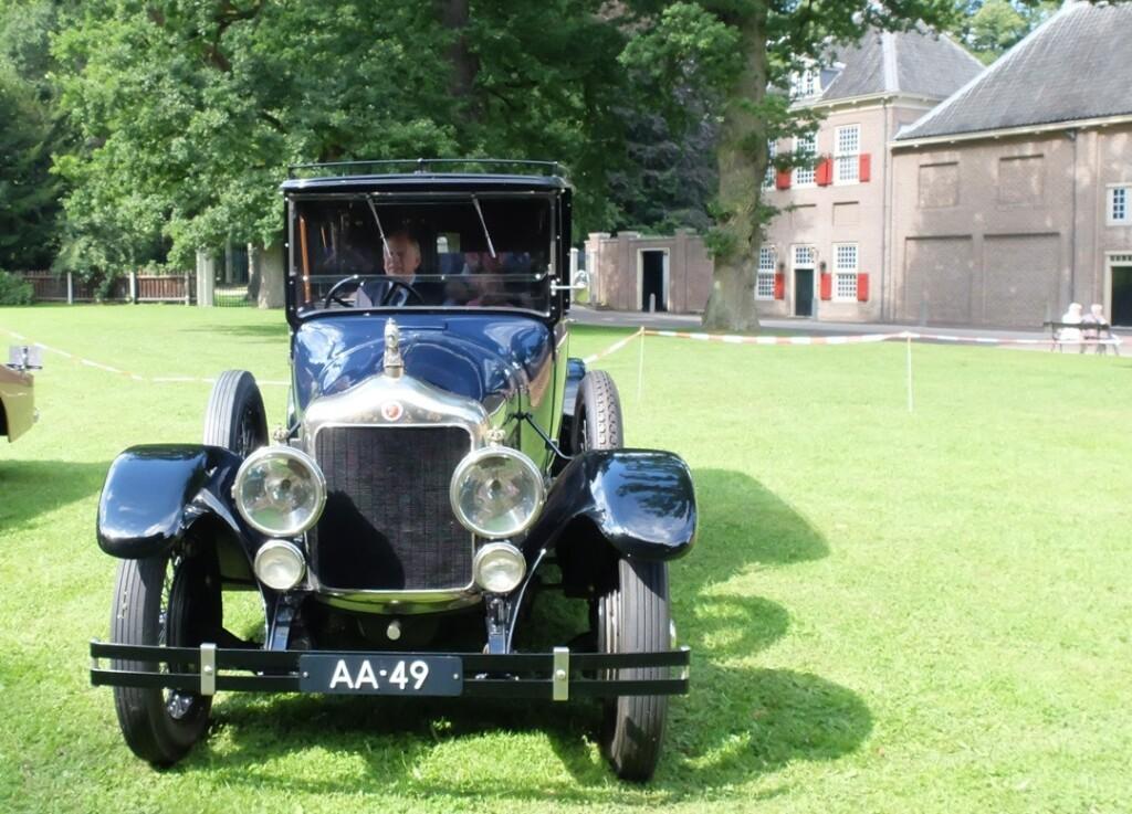 Oude koninklijke auto AA-49