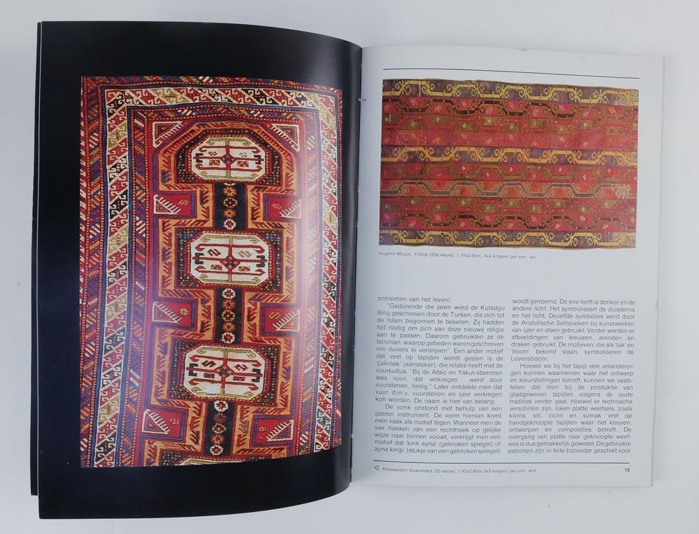 Pagina uit boekje Met de hand geknoopte Turkse tapijten
