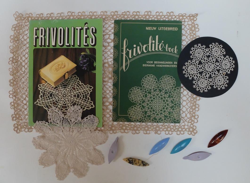 Twee boekjes Frivolité