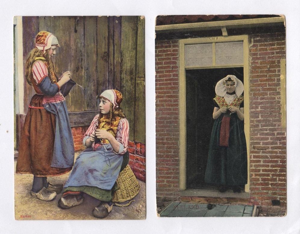 Twee oude ansichtkaarten breiende meisjes