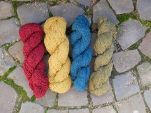 Vier strengen bourette zijde