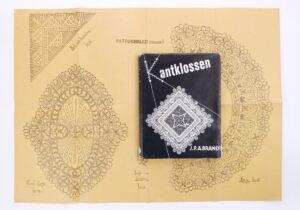 Boek en patroonblad kantklossen
