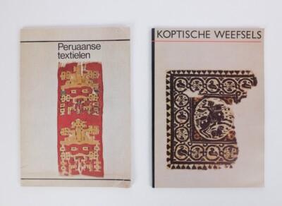 Boeken Peruaanse textielen en koptische weefsels