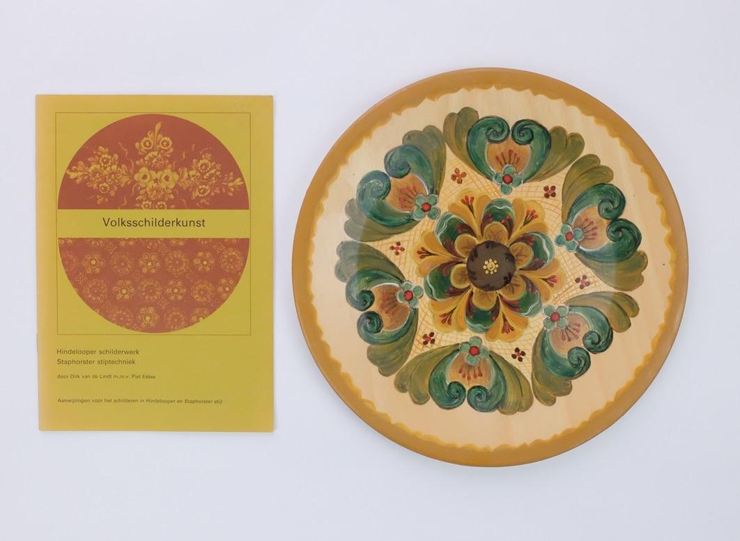 Boekje en bord volksschilderkunst
