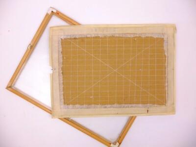 Los lijstje en achterkant opgespannen borduurwerk