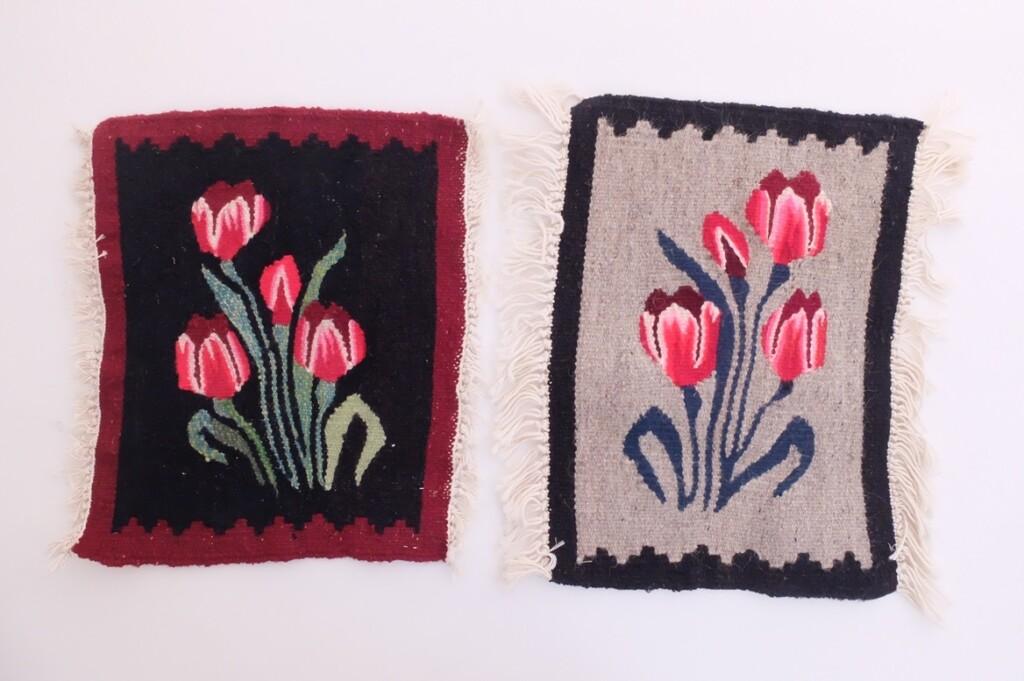 Twee geweven kleedje met tulpen