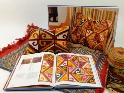 Boek Etnische motieven en kussentje vleugels boven Andes