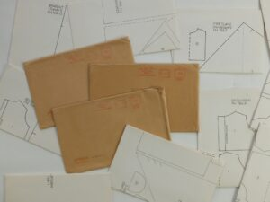 Enveloppen met patronen poppen klederdracht