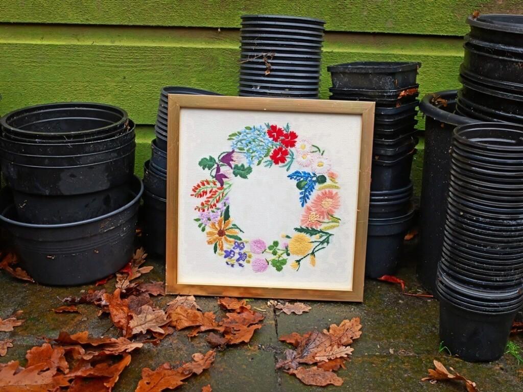 Geborduurde bloemencirkel