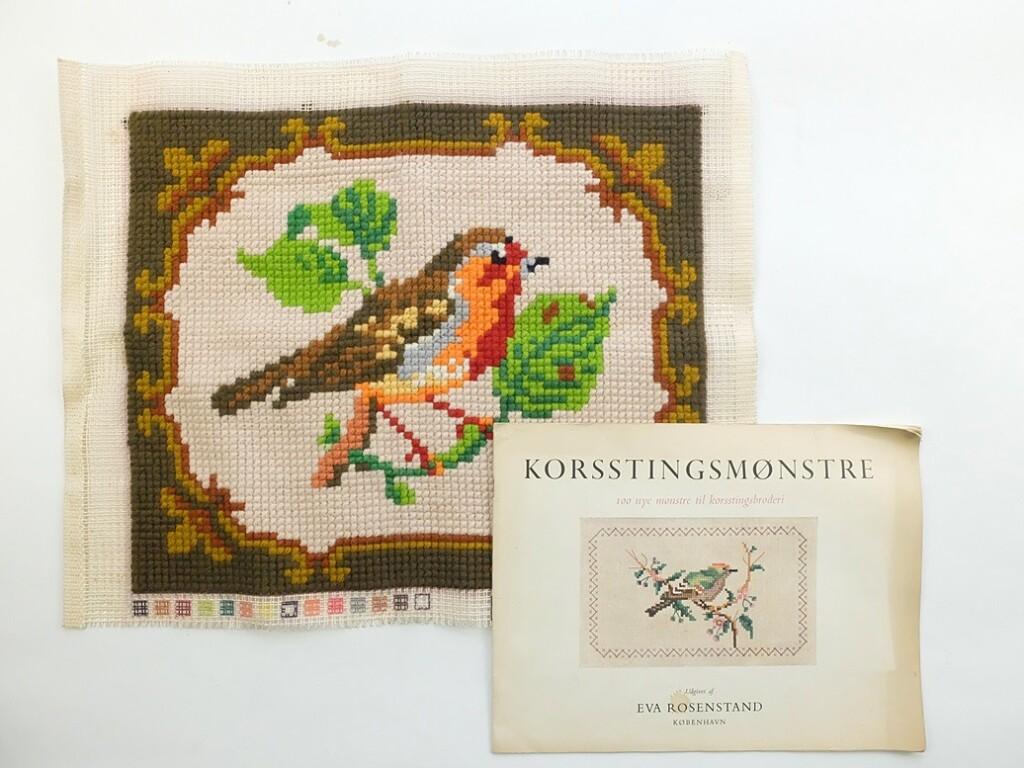 Geborduurde vogel op stramien