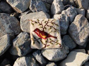 Kussen op stenen