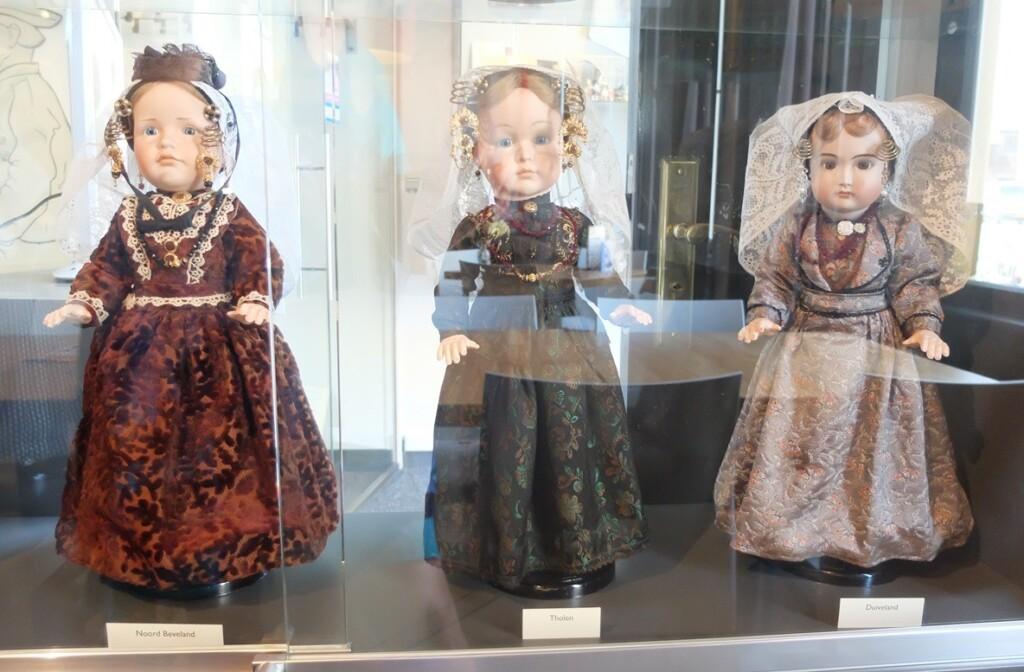 Poppen klederdracht museum Goes