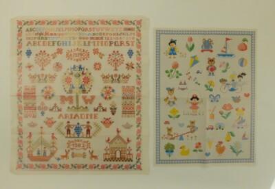 Twee posters borduurmotiefjes