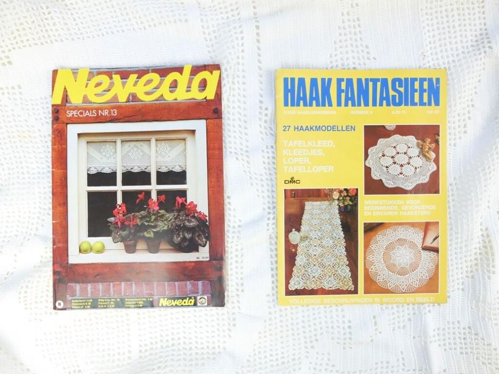 Twee tijdschriften haken