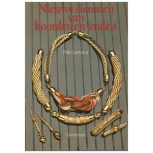 Boekje Nieuwe sieraden van koorden en kralen