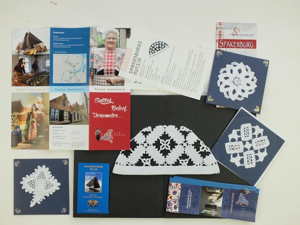 Folders en haakwerk uit Spakenburg