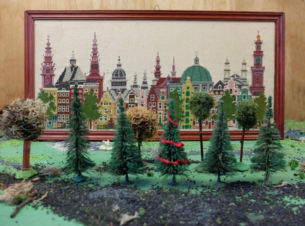 Geborduurd Amsterdam schilderij met Marklin boompjes